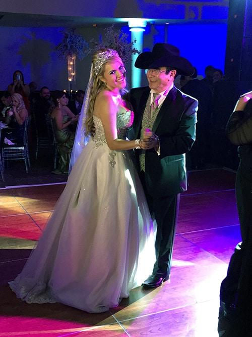Mira emotivo a Don Jesús Soltero bailando en la boda de su